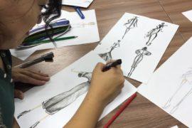 Рисунки учеников дизайна одежды